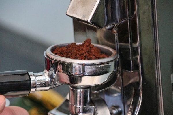 Comment utiliser le marc de café dans le jardin ?