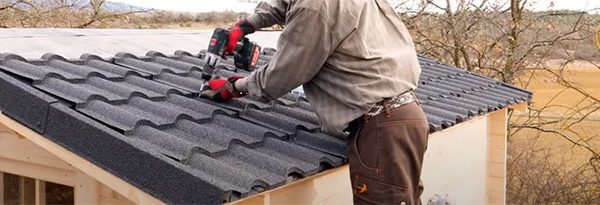 Comment couvrir le toit d'une cabane ?